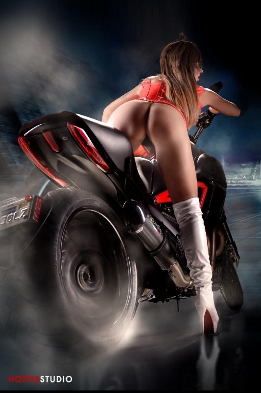 Big-Toy-Photohrapher-Car-Bike-Photography-Boat2.jpg