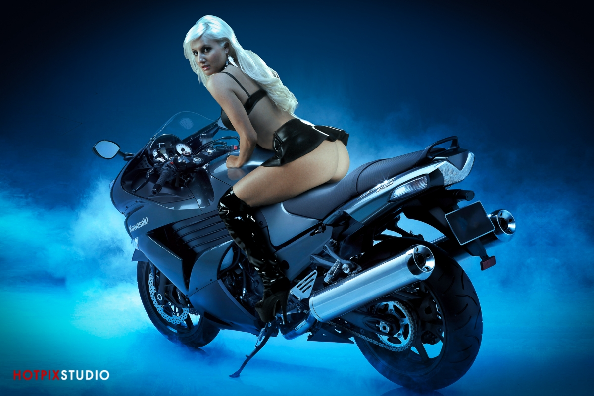 Big-Toy-Photohrapher-Car-Bike-Photography-Boat30.jpg